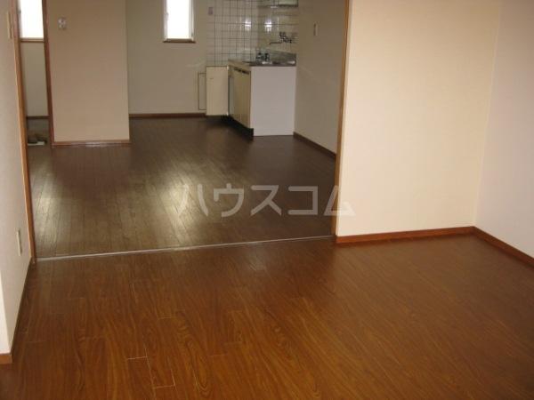 ヒルズ梅ヶ丘 A107号室の駐車場