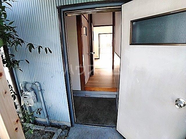 畔柳様借家の玄関
