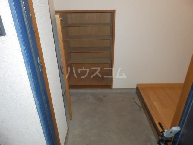ワンスリーマンション 202号室の玄関