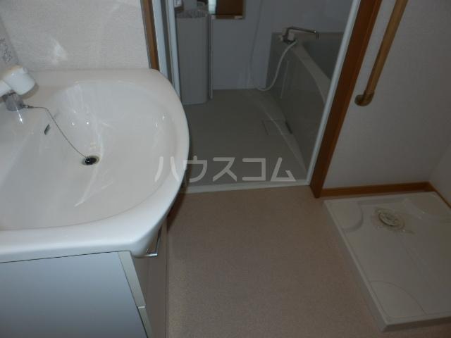 ワンスリーマンション 202号室の洗面所