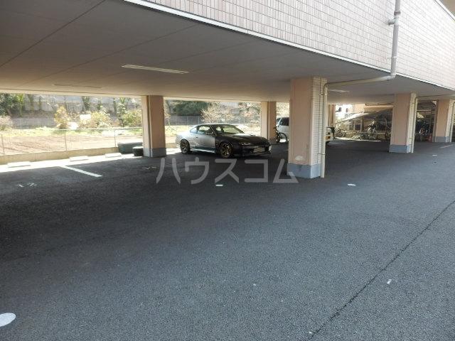 エテルノ 202号室の駐車場
