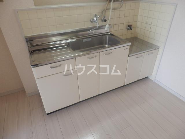 シャンポール原Ⅰ 303号室のキッチン