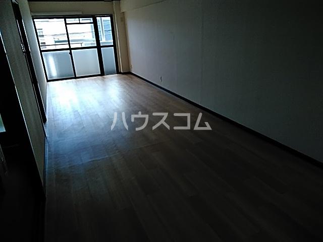 赤坪第2小菅ビル 202号室のリビング
