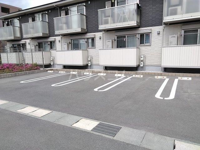 SERENO 106号室の駐車場