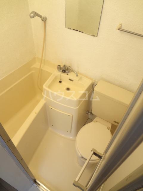 シャトレアルファスペース A号室の洗面所