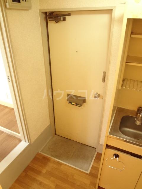 シャトレアルファスペース A号室の玄関
