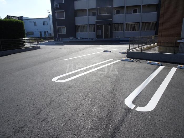 カーサ・ディ・ピーノ 205号室の駐車場