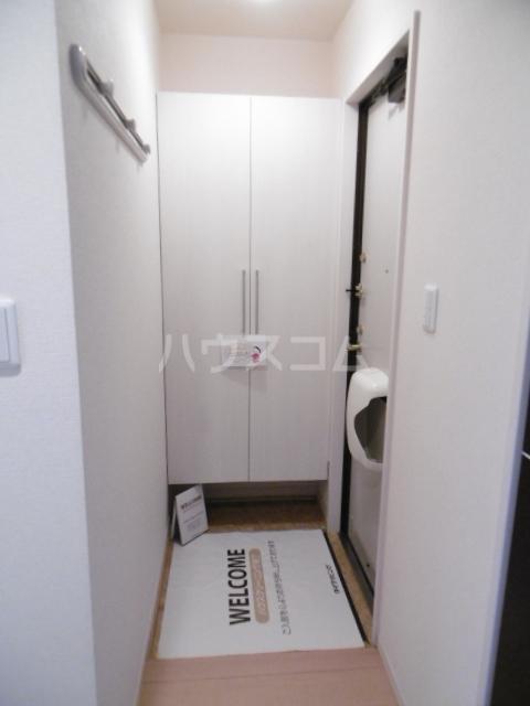 ピア C棟 105号室の玄関