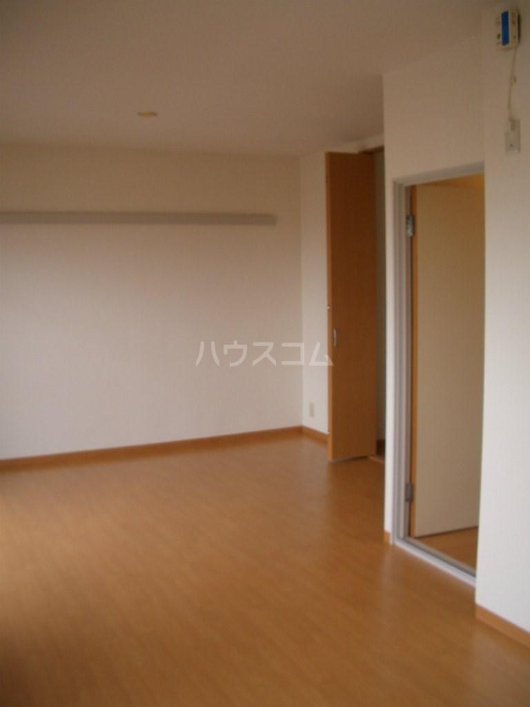 メディオ初生壱番館 201号室のリビング