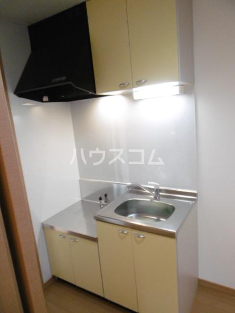 ヴィーブリアン松戸A 101号室のキッチン