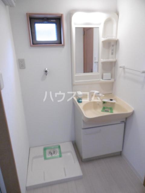ヴィーブリアン松戸A 101号室の洗面所