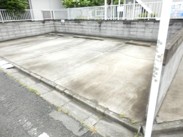 ハイツピッコロ 201号室の駐車場