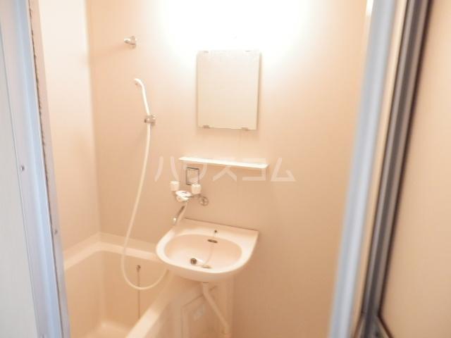 ハイツピッコロ 201号室の風呂