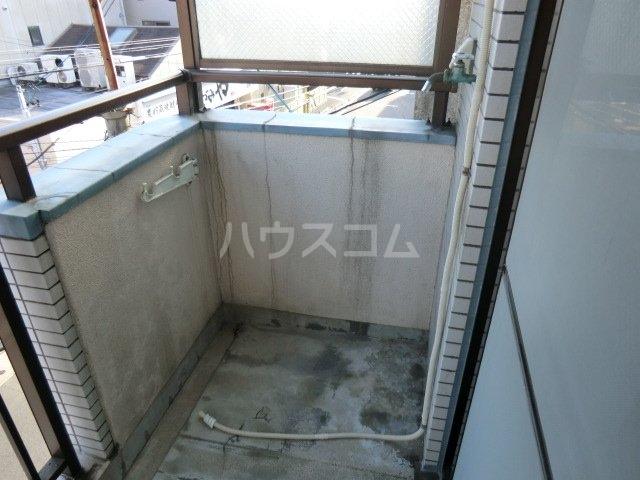 アーバン神宮東 208号室のバルコニー