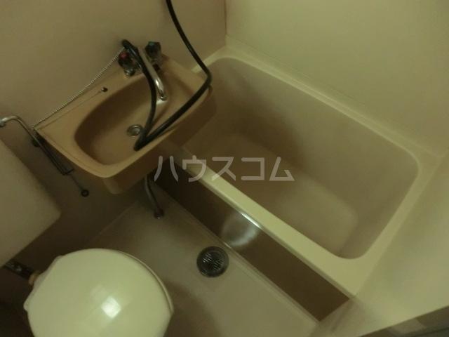 アーバン神宮東 208号室の風呂