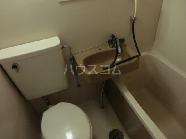 アーバン神宮東 208号室のトイレ