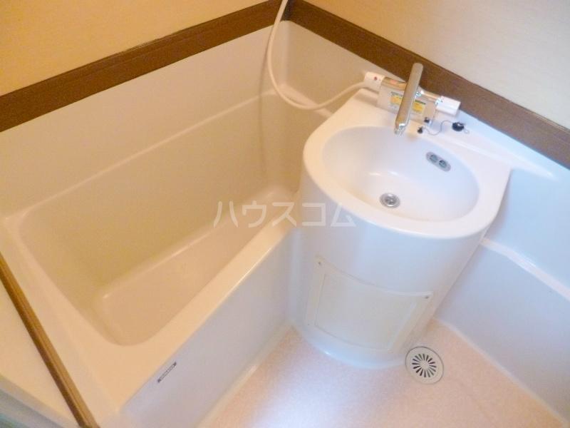 テクトピアホームズ高丘 202号室の洗面所