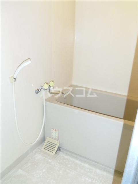 マンションカーメル 102号室の風呂