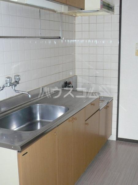 マンションカーメル 102号室のキッチン
