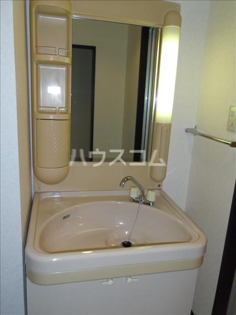マンションカーメル 102号室の洗面所