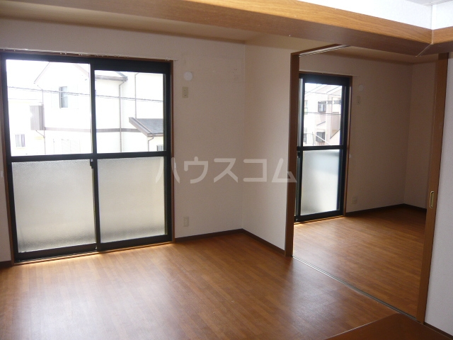 レジデンス神ノ倉C 101号室のリビング