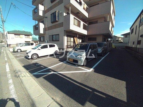 マンション チヨノ 301号室の駐車場