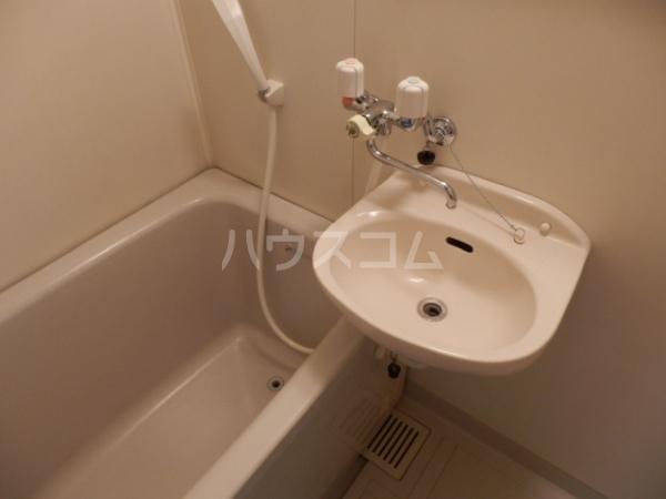 サンライズパレス 303号室の洗面所