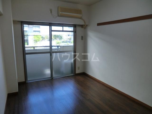 セントラルハイツ堀田 208号室のリビング