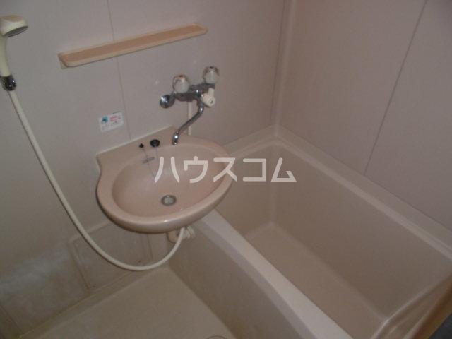 ドミシル野並 402号室の風呂
