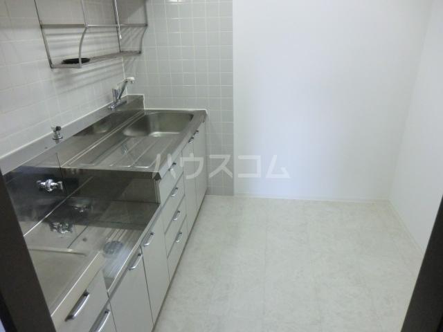 グラン・ディア新瑞 401号室のキッチン