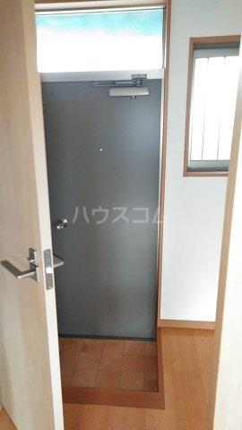 高山荘 202号室の玄関