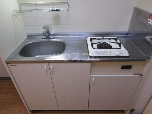 アパルトーノイン 101号室のキッチン