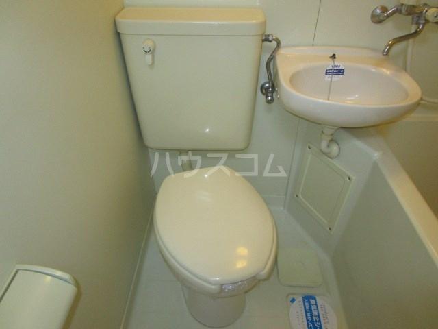 アパルトーノイン 101号室のトイレ