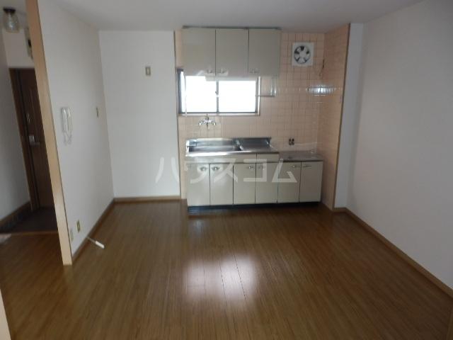 ヒルトップ天白 102号室のキッチン