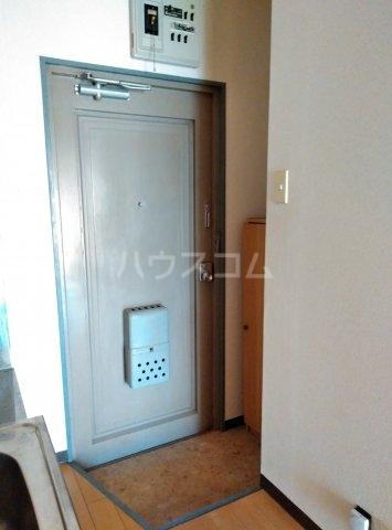 パレス菅沼 201号室の玄関