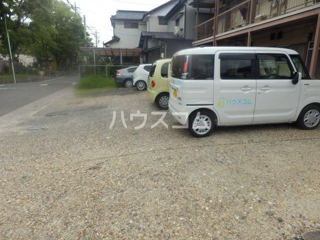 成田荘 10号室の駐車場