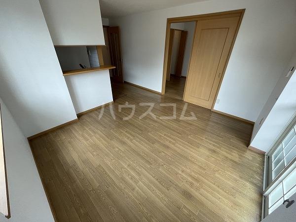 アヴニールYOU Ⅰ 102号室のリビング