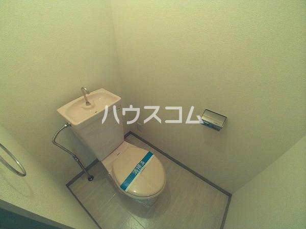 サンハウジング第1ビル 4A号室のトイレ
