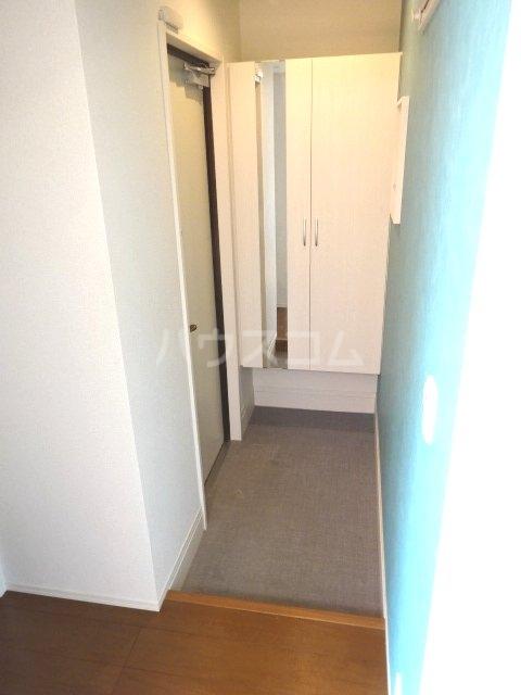 イーグレット C 105号室の玄関