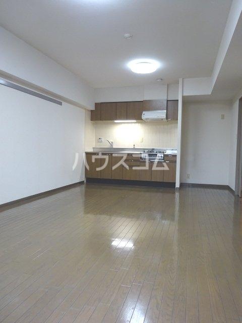 シェモア松戸 704号室のリビング