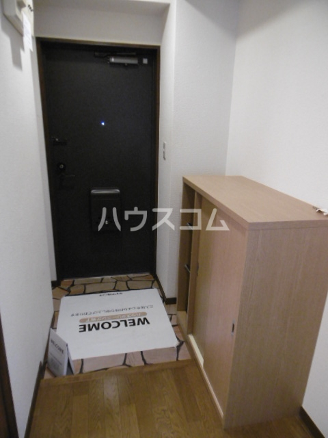 パインツリーコート 302号室の玄関