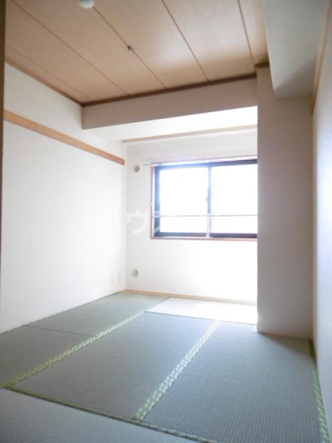 パインツリーコート 302号室の居室