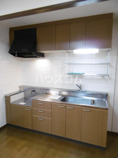 パインツリーコート 302号室のキッチン