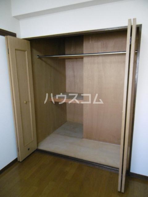 パインツリーコート 302号室の収納