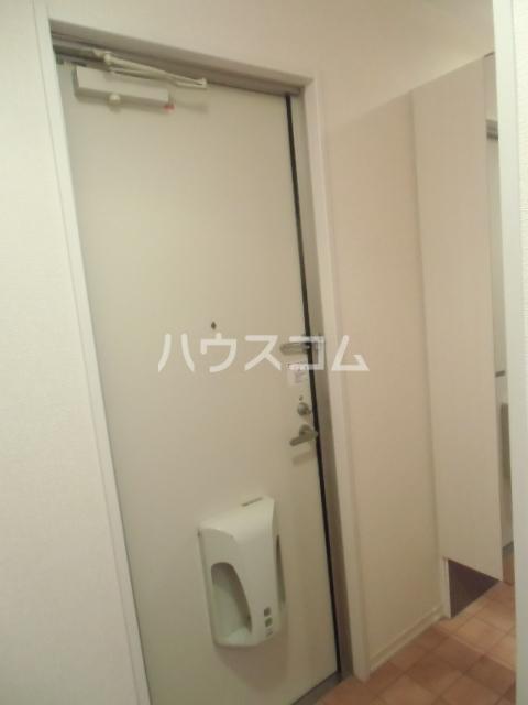 エクレール新栄 A棟 302号室の玄関