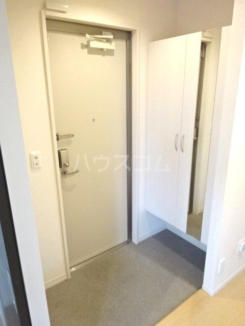メゾン・ド・シャルール 壱番館 101号室の玄関