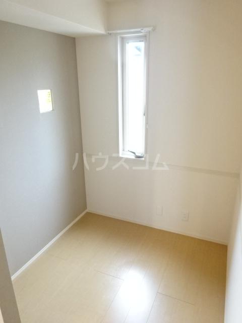 メゾン・ド・シャルール 壱番館 101号室の居室