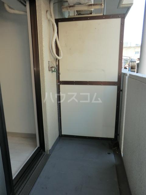 ドール堀田Ⅲ 211号室のバルコニー