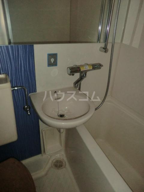 ドール堀田Ⅲ 211号室の洗面所
