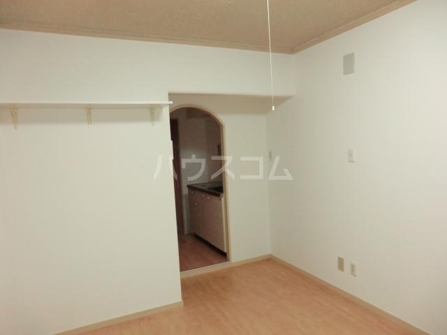 ドール滝子 102号室のリビング